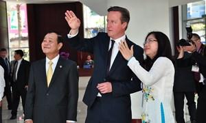 Thủ tướng Liên hiệp Anh đến thăm HOSE