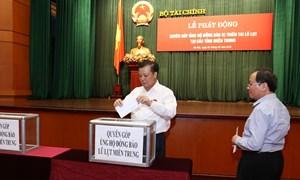 Cán bộ, công chức Bộ Tài chính ủng hộ trên 500 triệu đồng cho đồng bào miền Trung