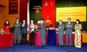 Chủ tịch Quốc hội Nguyễn Thị Kim Ngân thăm và làm việc tại Kho bạc Nhà nước