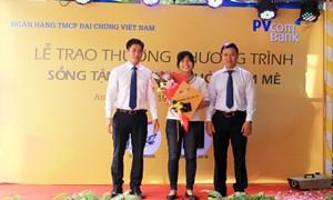 PVcomBank trao giải xe máy Vespa cho khách hàng