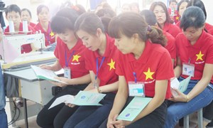 8 tháng, thực hiện bàn giao hơn 1,7 triệu sổ BHXH cho người lao động