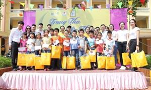 PVcomBank trao tặng 240 phần quà cho trẻ em khuyết tật tỉnh Thái Bình