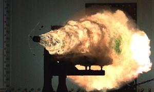 [Video] Cận cảnh thử nghiệm đạn pháo siêu tốc của Hải quân Mỹ
