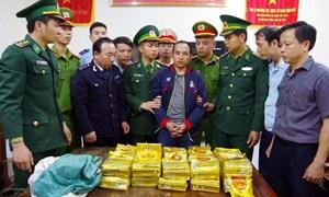 [Video] Bộ đội biên phòng băng rừng bắt nhóm buôn gần 300 kg ma túy