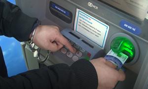 [Video] Bắt giữ hai người Trung Quốc trộm dữ liệu cây ATM tại Lạng Sơn