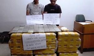 [Video] Hai người vận chuyển 36 bánh heroin bị bắt