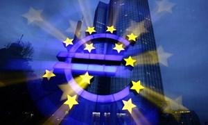 [Infographic] Lo ngại bất ổn gia tăng, ECB hạ dự báo tăng trưởng kinh tế Eurozone