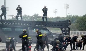 [Video] Cảnh sát cơ động nổ súng diễn tập chống khủng bố