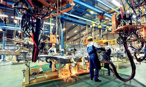 [Infographic] Ngành sản xuất Việt Nam dẫn đầu ASEAN