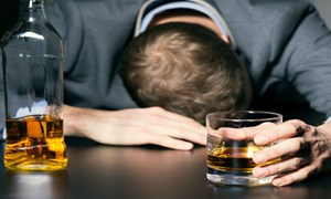 [Video] Tại sao người say rượu khi tỉnh lại thường không nhớ gì?
