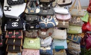 [Video] 1.800 túi xách giả thương hiệu nổi tiếng trong căn nhà ở Sài Gòn
