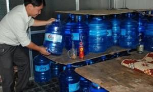 """""""Siết"""" chặt hoạt động sản xuất nước uống đóng chai"""