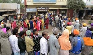 Dân Ấn Độ hoang mang vì các ATM hết sạch tiền mặt