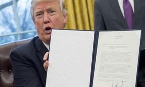 Tân tổng thống Mỹ Donald Trump chính thức ký sắc lệnh rút khỏi TPP