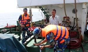 Phát hiện tàu chở 800 tấn dầu DO không giấy tờ