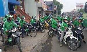 Hà Nội: Yêu cầu báo cáo số lượng xe Uber, Grab