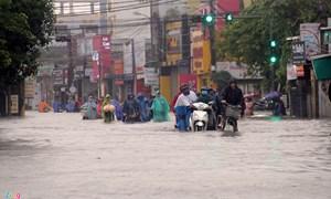 [Video] Hàng nghìn hộ dân bị cô lập ở rốn lũ Thừa Thiên Huế