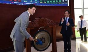 [Video] Thủ tướng Canada đánh cồng chứng khoán ở TP. Hồ Chí Minh
