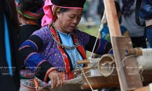 Độc đáo nghề xe lanh dệt vải của người Mông ở Đồng Văn