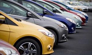 Ô tô nhập khẩu khan hiếm khiến giá tăng mạnh dịp cuối năm