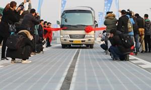 [Video] Đường cao tốc làm từ pin mặt trời ở Trung Quốc