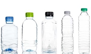 [Infographic] Xem mã dưới chai nhựa để tránh ăn phải độc hại