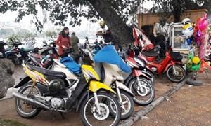 """Dịch vụ trông giữ xe dịp đầu xuân tại Hà Nội: Ngang nhiên """"thổi giá"""""""