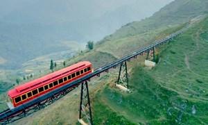 Từ 31/3/2018, Sa Pa có tuyến tàu hỏa leo núi hiện đại bậc nhất Việt Nam