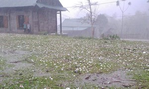 [Video] Hoang tàn cảnh hơn 1.500 nhà tốc mái sau mưa đá ở Cao Bằng, Bắc Kạn
