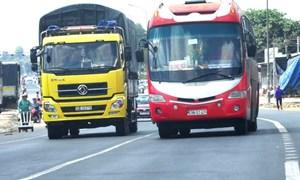 [Video] Những cách vượt xe an toàn và đúng luật tại Việt Nam