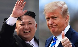 [Video] Cận cảnh màn bắt tay lịch sử 12 giây của ông Trump, ông Kim