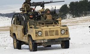 Xe địa hình quân sự lợi hại Land Rover Defender của Anh Quốc