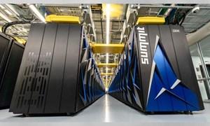 [Video] Siêu máy tính nhanh nhất thế giới của Mỹ nặng ngang máy bay