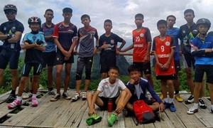 """Giải cứu đội bóng """"nhí"""" Thái Lan mắc kẹt 10 ngày trong hang động ngập nước"""