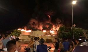 [Video] Hoang tàn cảnh 1.000 m2 chợ tại Hưng Yên cháy rụi trong đêm