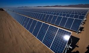 [Infographics] Chuyển hóa năng lượng mặt trời thành năng lượng điện