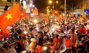 Biển người ăn mừng chiến thắng của Olympic Việt Nam
