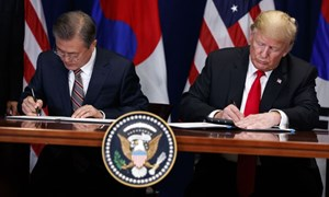 Mỹ ký thỏa thuận thương mại đầu tiên với Hàn Quốc