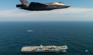 Choáng với hình ảnh siêu máy bay F-35 cất hạ cánh và chao lượn trên tàu sân bay