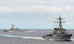 [Video] Anh công bố video tàu Trung Quốc đe dọa đâm chiến hạm Mỹ trên Biển Đông