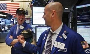 Dow Jones và S&P 500 nhảy vọt lên đỉnh cao mọi thời đại khi Fed ủng hộ kích thích kinh tế