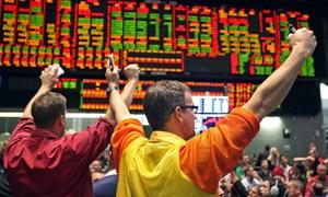 S&P nhảy vọt lên mốc cao kỷ lục