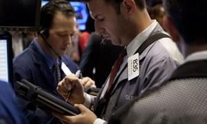 Dow Jones và S&P 500 xuyên thủng các ngưỡng tâm lý quan trọng