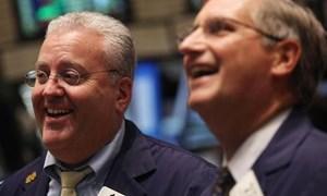 Sửng sốt với số liệu GDP lạc quan, Dow Jones và S&P 500 chinh phục đỉnh mới