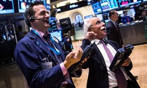 Ngỡ ngàng với số phiên xác lập kỷ lục của Dow Jones và S&P 500 trong năm 2013