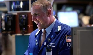 Chứng khoán Mỹ ăn mừng doanh số bán lẻ với đà bứt phá mạnh nhất năm 2014