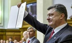 Ukraine chính thức ngả theo châu Âu