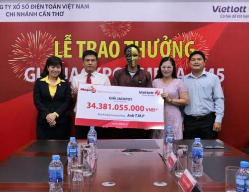 Máy chọn số ngẫu nhiên trùng ngày sinh, khách hàng Vietlott trúng 34 tỷ đồng