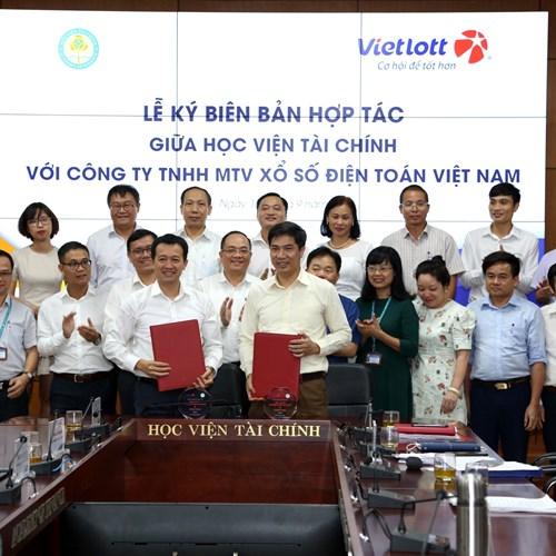 Vietlott trao học bổng trong vòng 5 năm  đến các sinh viên của Học Viện Tài Chính