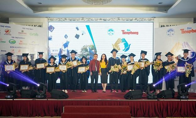 Tập đoàn Hưng Thịnh hỗ trợ trao học bổng cho các thủ khoa tiêu biểu khu vực phía Nam